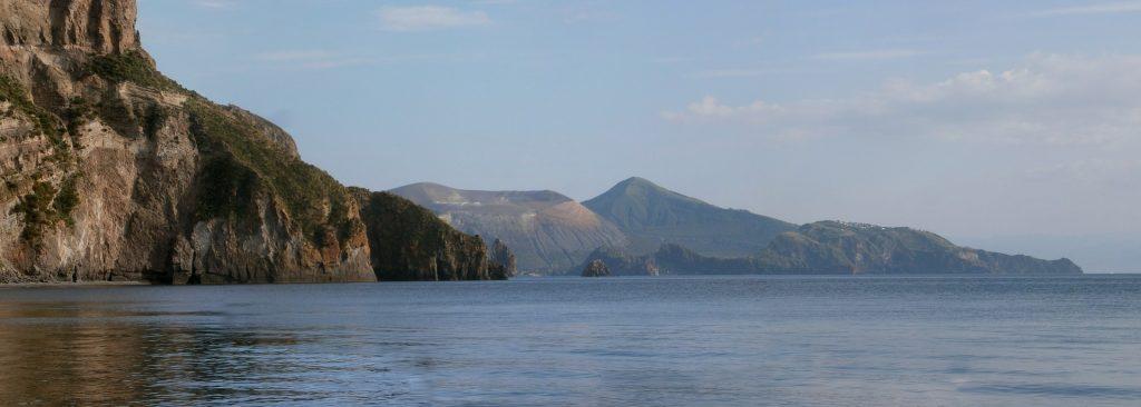 Scogliere nelle splendide acque di Lipari