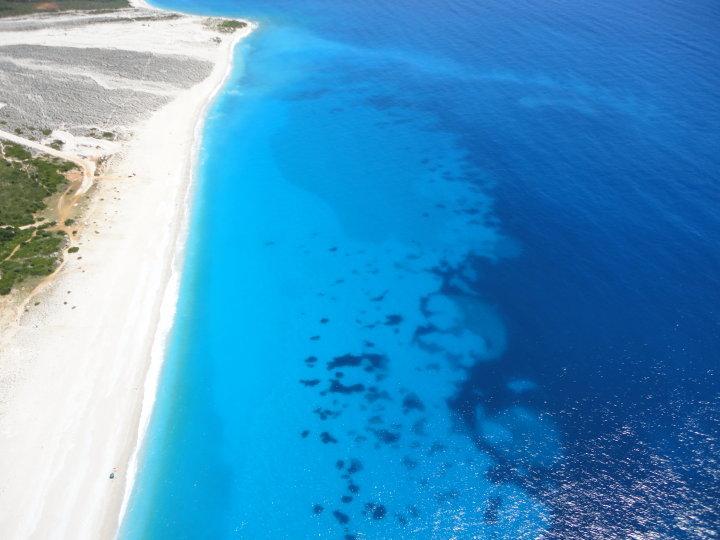 Traghetti Brindisi Valona | Le acque e la spiaggia a Valona in Albania