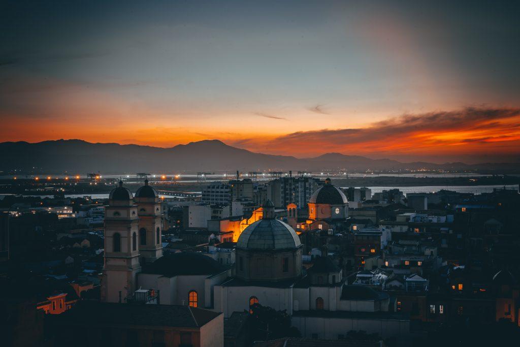 Traghetti Civitavecchia Cagliari | Centro di Cagliari al tramonto