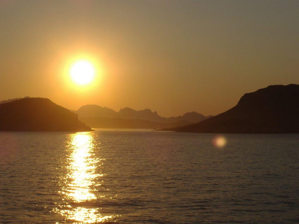 Traghetti Piombino Olbia | Tramonto nelle coste di Olbia