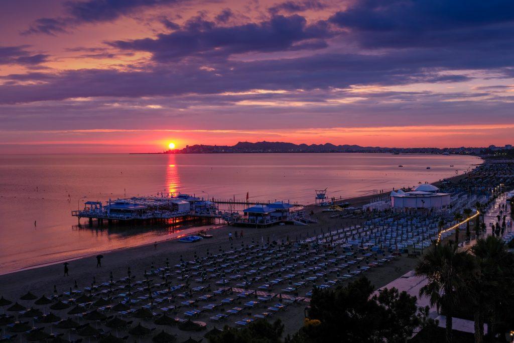 Traghetti Trieste Durazzo | Spiaggia di Durazzo, in Albania al tramonto