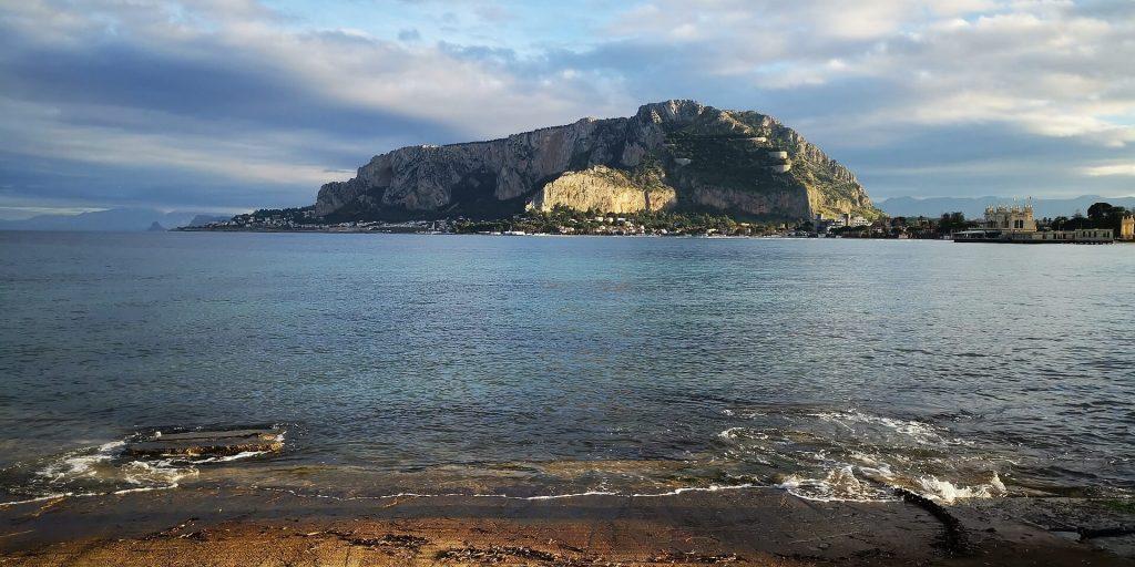 Traghetti Napoli Palermo | Una delle tante spiagge a Palermo