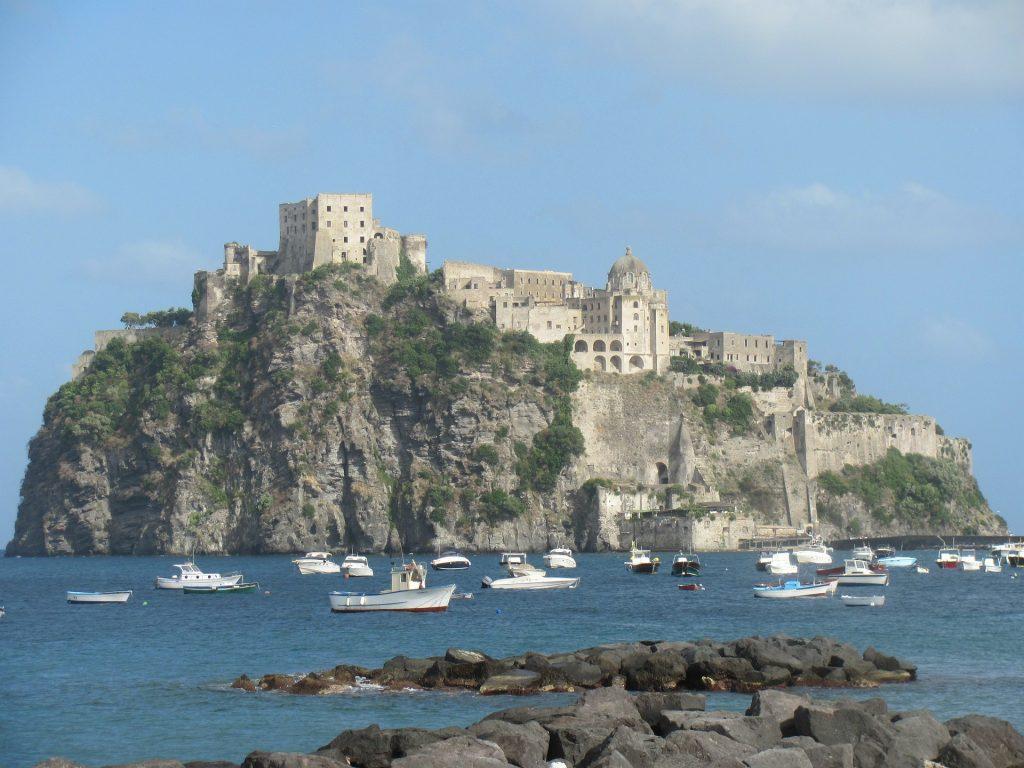 Il castello Aragonese a Ischia   Traghetti Napoli Ischia