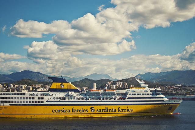 Traghetti Sardinia Ferries per la Sardegna | Traghetto della Corsica Ferries che viaggia in direzione delle coste sarde
