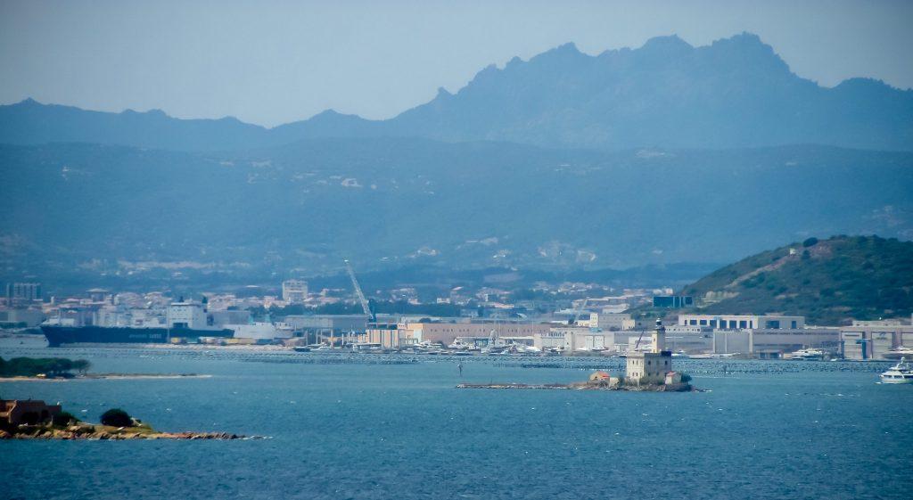 Traghetti Civitavecchia Olbia   Porto di Olbia dal mare