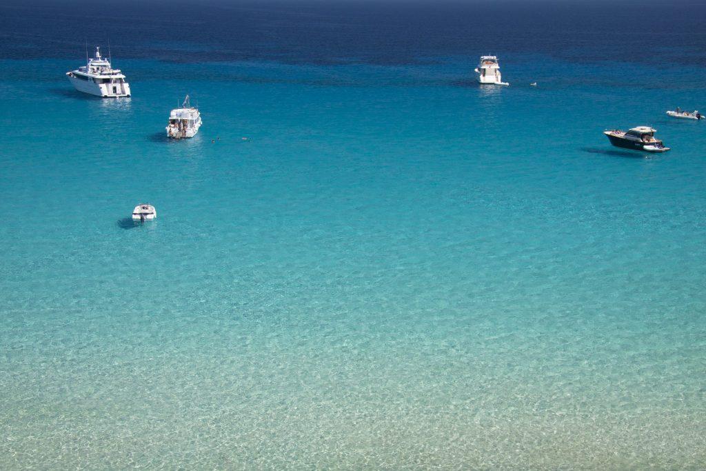 Traghetto Trapani Favignana | Le splendide acque dell'isola di Favignana